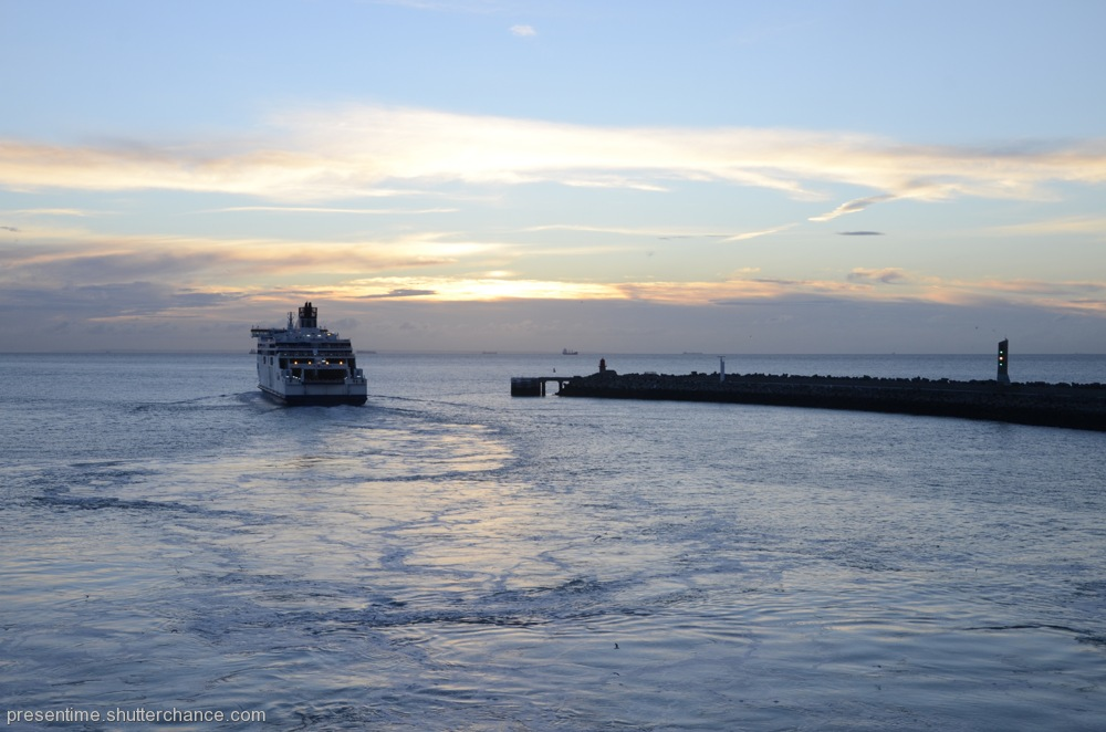photoblog image Boat Friday (Departure from Calais)
