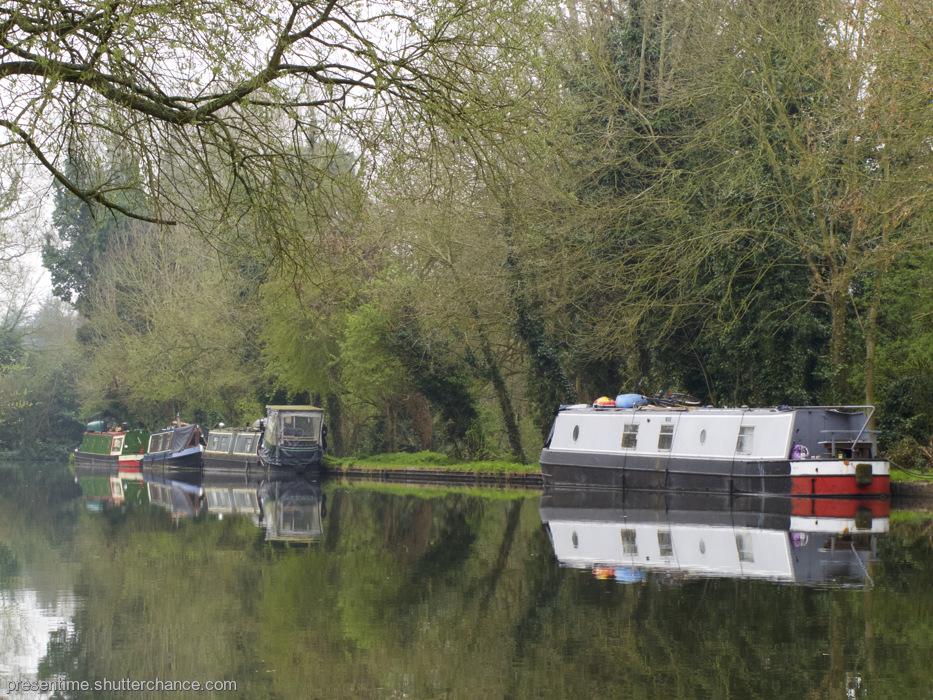 photoblog image Boat Friday (Watford)